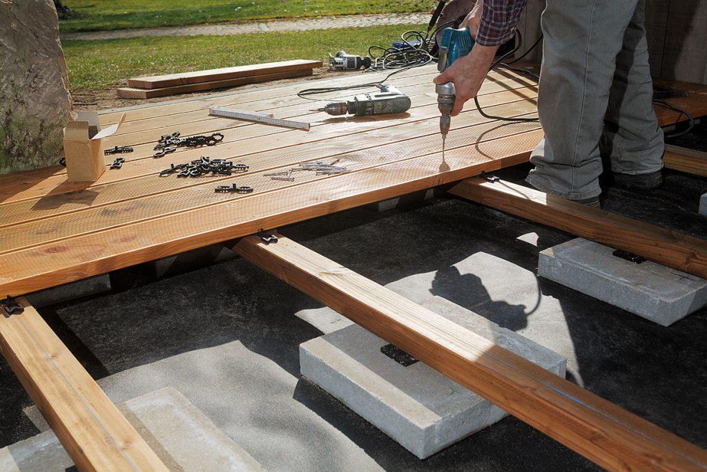 Neubau einer Terrasse mit Holzboden