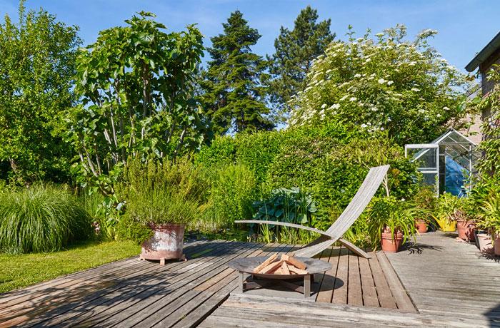 Terrassen und Sitzflächen planen und anlegen.