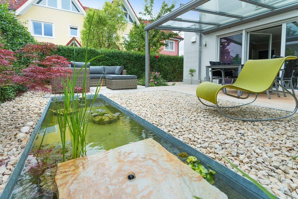 Formale Gartenteiche und Wasserbecken für modern gestaltete Gärten