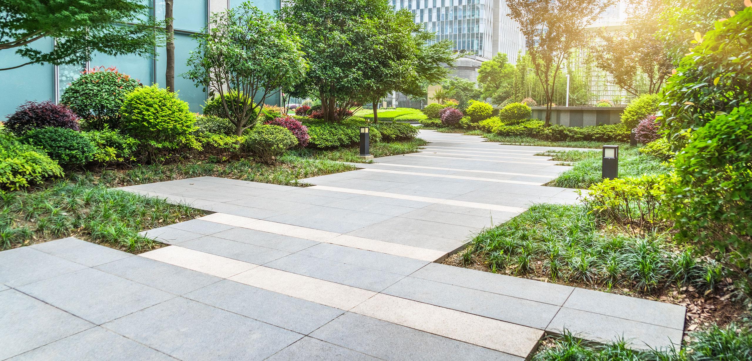 Gartenbau und Landschaftsbau für Gewerbekunden und Wohnungsgesellschaften