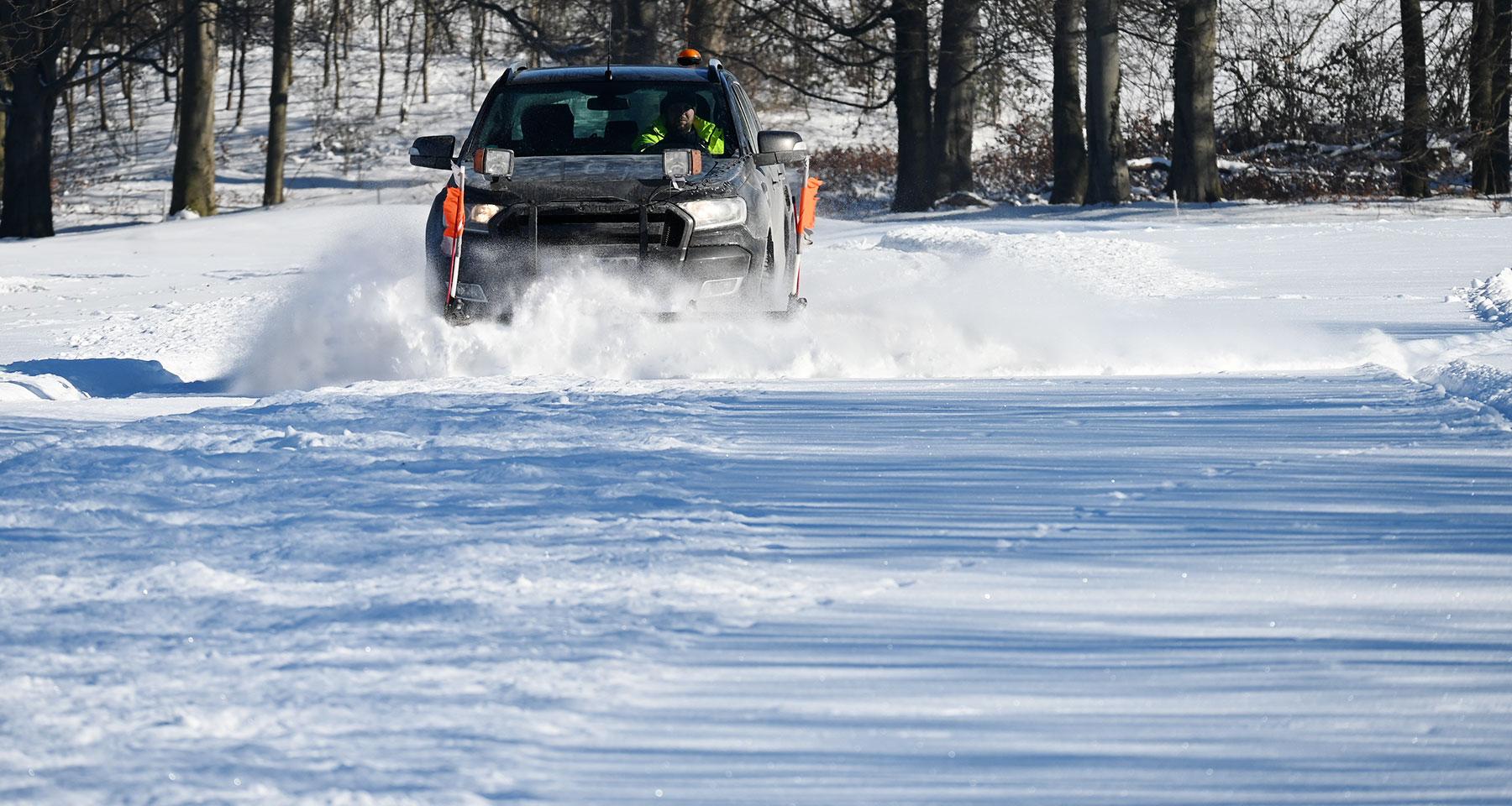 Winterdienst für Privatkunden und Gewerbekunden aus Hemer, Iserlohn und Menden